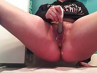 Amateur college girl squirts using dildo