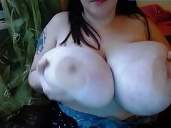 Cant get enough of her fat tits!