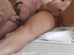 WIFE WACHING POR AND SQUIRT