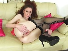 Cute mature mom bating her juicy pussy