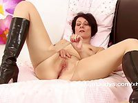 Penny Brooks fingers her wet pussy