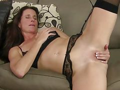 US milf Sofie will spoil you with her shaven pussy
