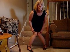 Mature Blonde gets off again