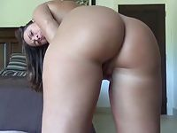 Sexy Camgirl With A Big Butt Bends Over Naked