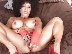 Sexy cougar with big clit (3x)