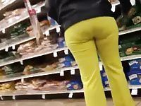 GILF BOOTY IN YELLOW